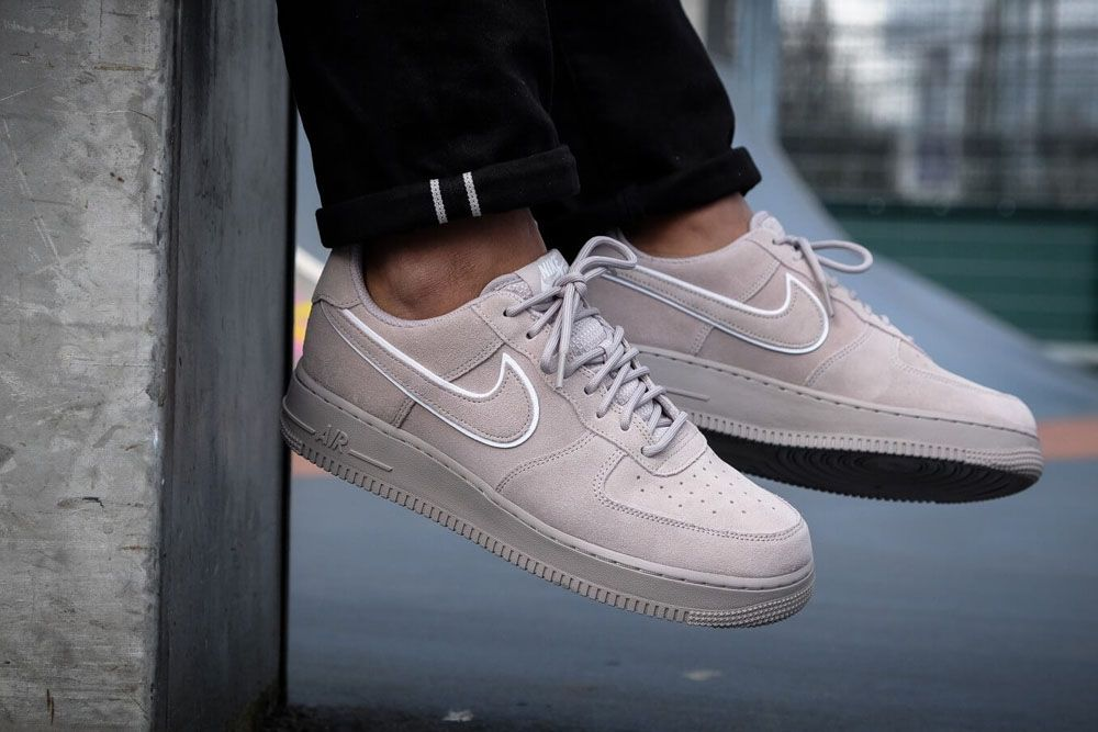 Air Force 1 AF-1 Suede Moon Particle on feet grey