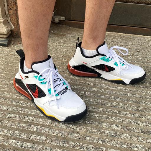 Jordan Mars 270 White Jade Orange on feet look