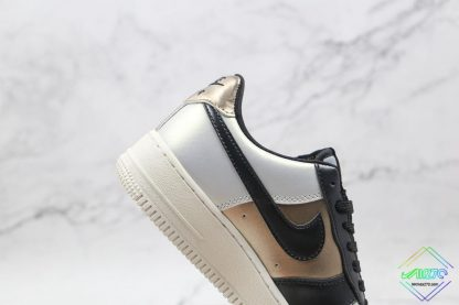 Air Force 1 Low Metallic Cool Grey hindfoot