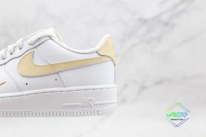 Nike Air Force 1 07 ESS White Gold schoenen